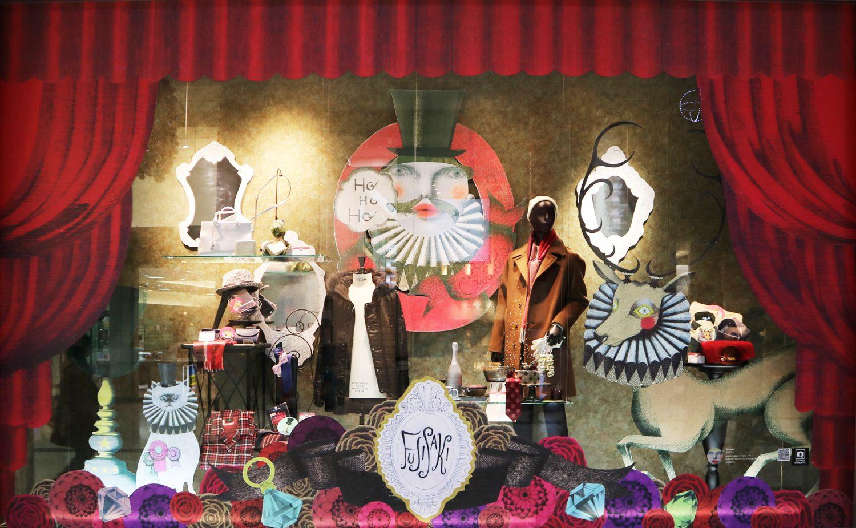 藤崎百貨店の舞台を連想させるようなデザインのショーウインドー