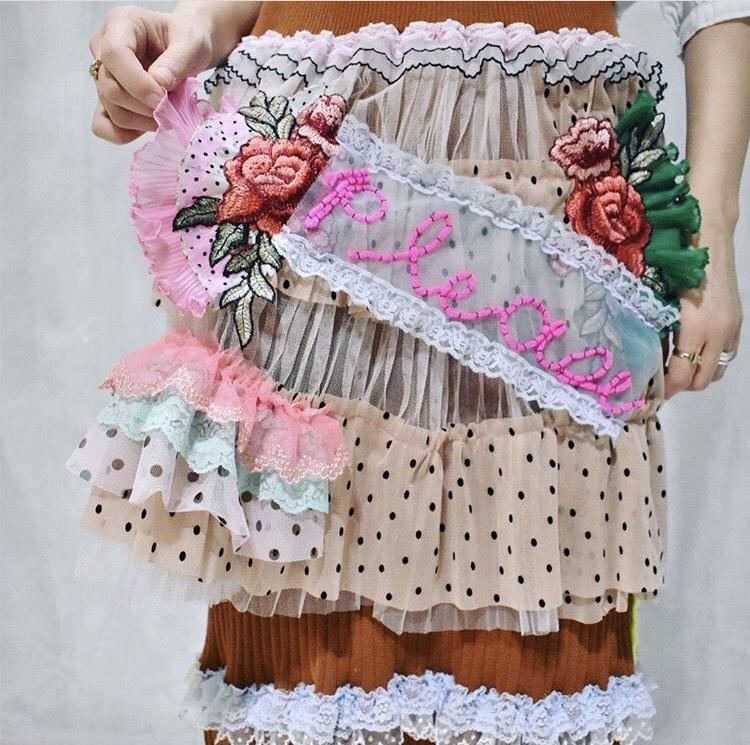 佐藤菜美さんが手掛けるオリジナルブランド「bavard-cadeau」の洋服