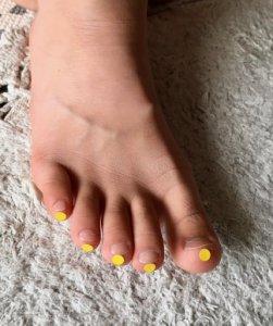 足の指さきにあるツボ「気端」