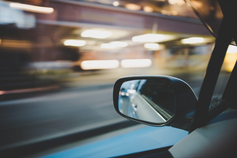 車内から見るフェンダーミラー