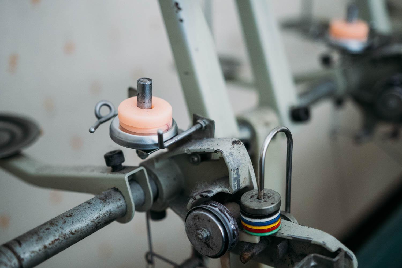 蝋引き工程を行う機械