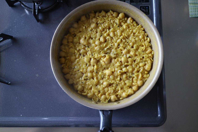鍋に入った境界的豆カレー