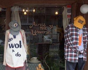 Across the Universe(アクロス ザ ユニバース)のウィンドウの様子