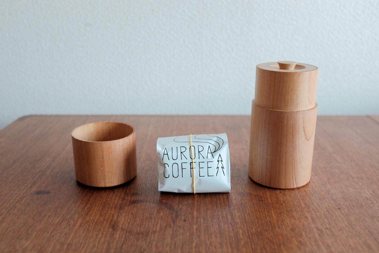 コーヒー豆保存容器、コーヒーキャニスターとオーロラコーヒーの写真