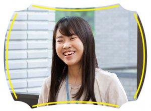 インタビューに応える宮城県震災復興推進課復興推進第二班の菊地さんの様子