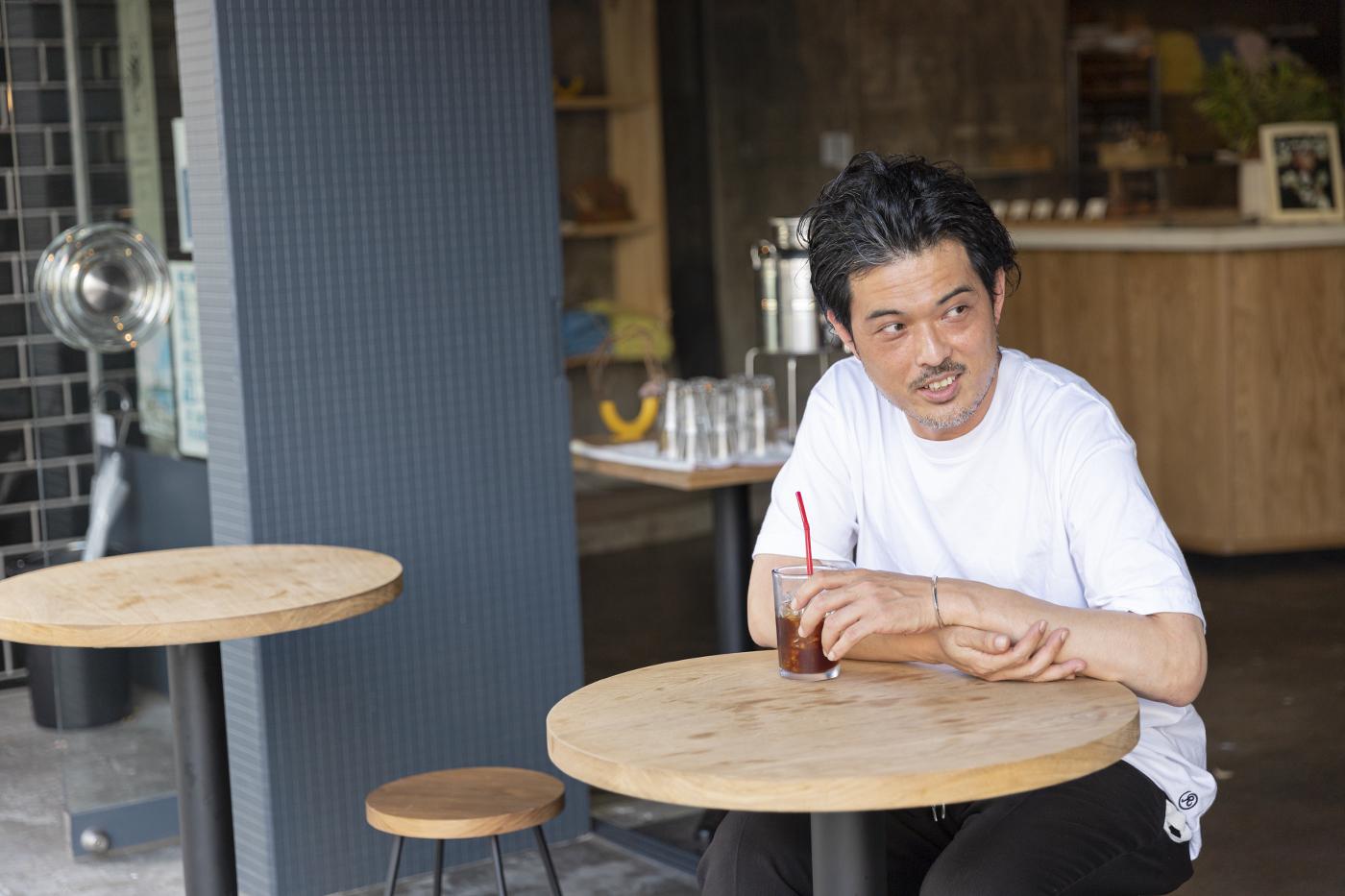 仙台のカフェ「HEY」の和泉さんの様子