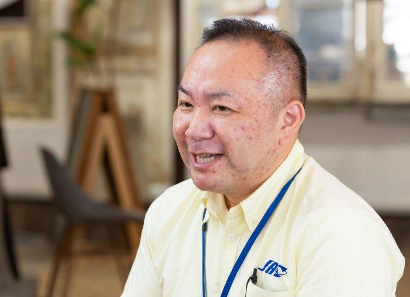 インタビューに応える販売促進主任の大場吉裕さん