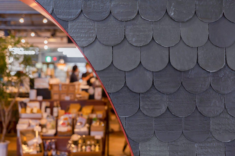 眞野屋の壁のデコレーションもアップ サイクル製品