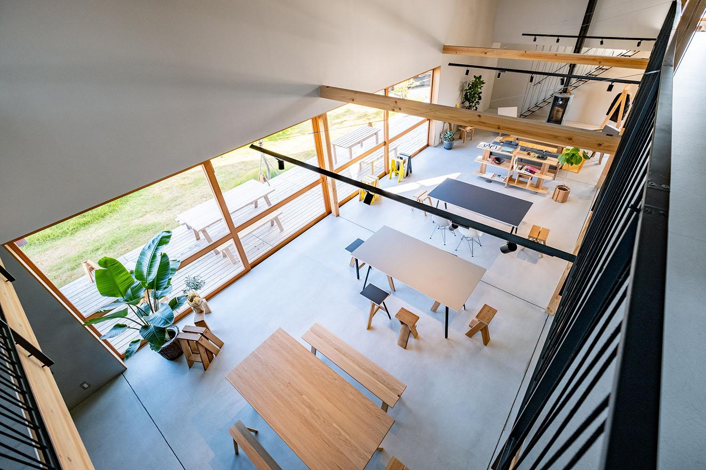 天井が高い-HOPカフェ店内の様子