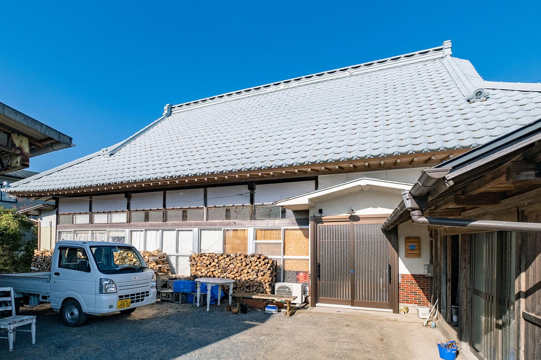 薄い青色屋根の「Village AOYA」