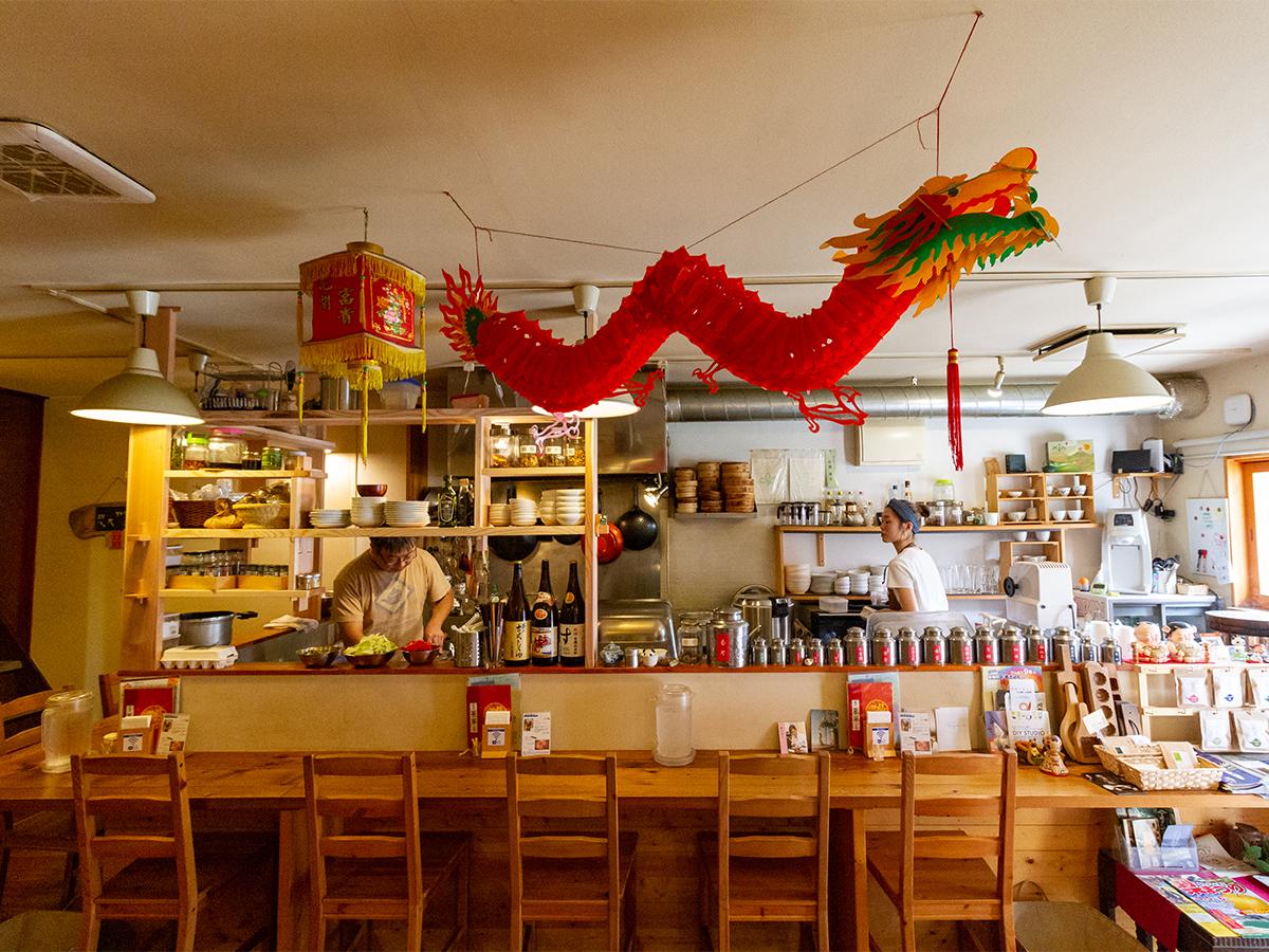 遠刈田温泉にある台湾飲茶のお店「台灣喫茶 慢瑶茶」の店内の様子