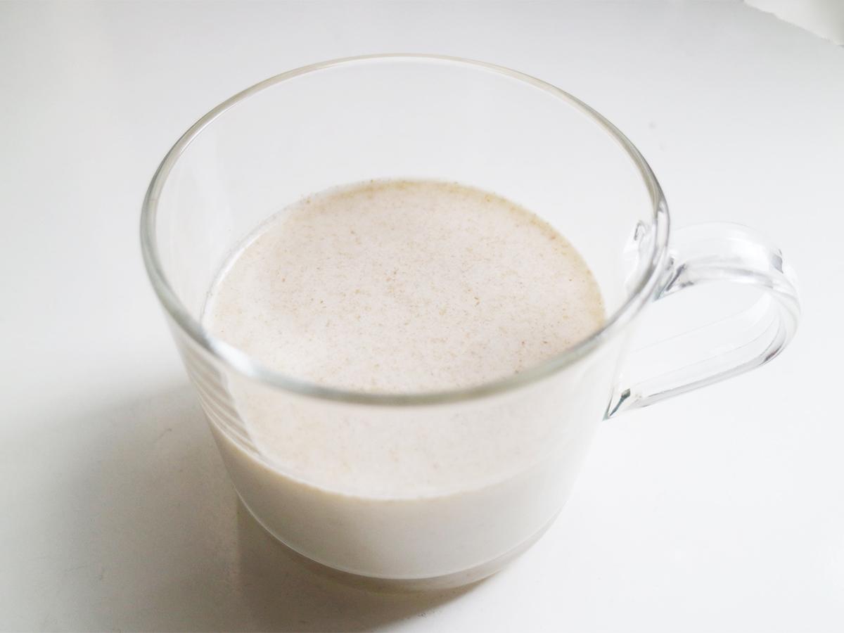 グラスに入ったオーツミルク