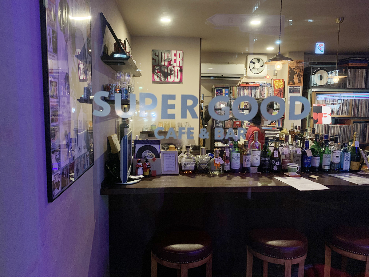 ドアに描かれた店名「SUPER GOOD」