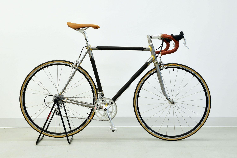 漆フレームの自転車