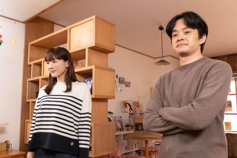 NHKドラマ「あなたのそばで明日が笑う」主演の綾瀬はるかと池松壮亮